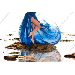 Mural mulher de vestido azul
